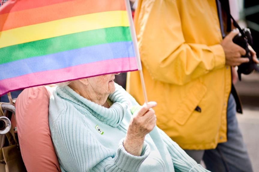 Mayores LGTBI: cuando el arcoíris sedesvanece